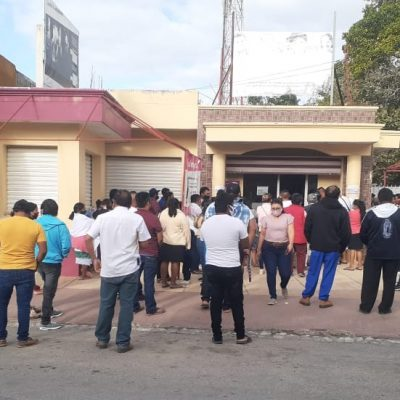 Denuncian lentitud de trámites y aglomeraciones en el INE Tizimín