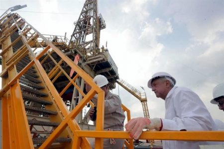 Hallan yacimiento de petróleo de hasta 600 millones de barriles en Tabasco, anuncia AMLO