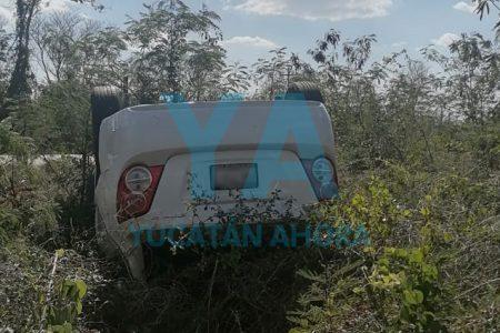 Se registra otra volcadura en la Umán-Kinchil, ahora por culpa de un bache