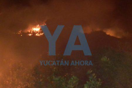 Noche de incendios en carreteras costeras de Yucatán