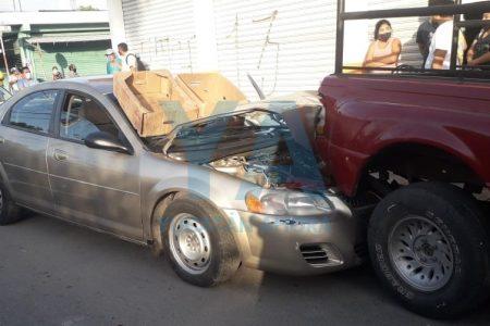Conductor sufre infarto y provoca carambola de camionetas