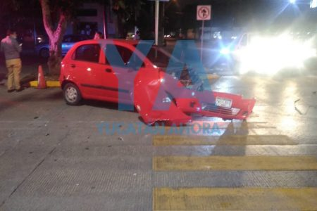 Apresurado conductor causa aparatoso accidente en Prolongación Montejo