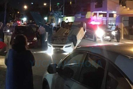 Aparatoso accidente en Francisco de Montejo: volcadura y carambola