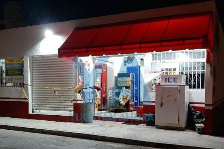 Un sujeto con cuchillo en mano asalta una tienda en Ciudad Caucel