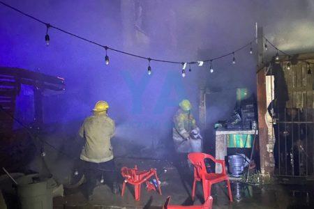 Se incendia puesto de hamburguesas: olvidan apagar las brasas