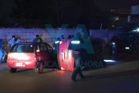 Choca dos autos y vuelca, en San Luis Chuburná