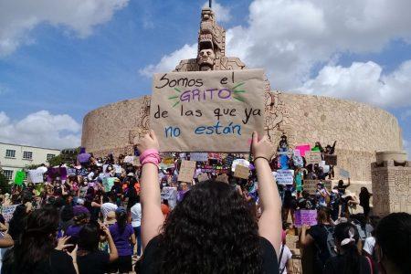 Más de 300 mujeres en marcha anticipada del 8 de marzo en Mérida