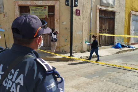 Encuentran un hombre muerto en la vía pública, en el centro de la ciudad