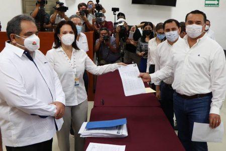 Se registra Renán Barrera como candidato del PAN a la alcaldía de Mérida; va por la reelección