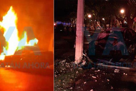 Se incendia un auto que chocó contra un poste; el conductor huye