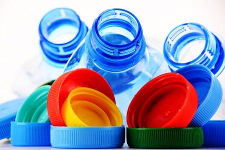 Plásticos de uso cotidiano pueden dañar el hígado, advierten especialistas