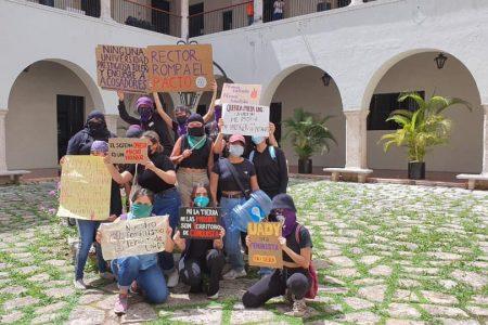 La Uady suspende a docente acusado de acoso, pero no convence a las agraviadas