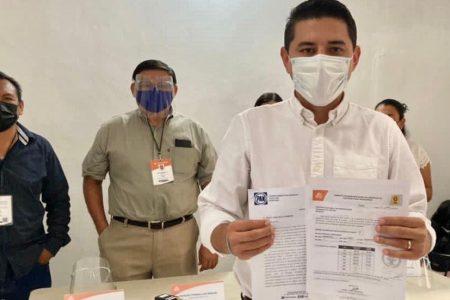 Servir a Tekax es un privilegio, afirma Diego Ávila en su registro ante el Consejo Electoral