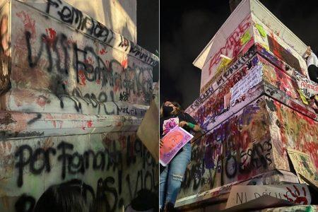 Siguen las marchas en Mérida por el 8M: pintan el monumento a los Montejo