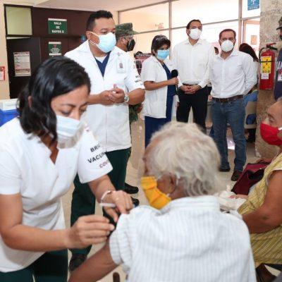 Adultos mayores bendecidos y agradecidos por vacunas en Tixkokob
