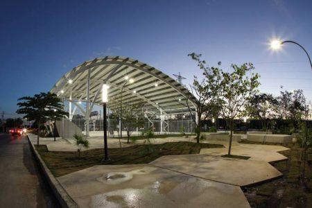 Entregan cancha de usos múltiples del parque Paseo Henequenes