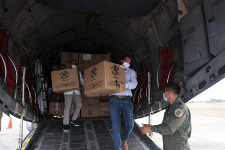 Llega a Yucatán nuevo cargamento con 11,740 vacunas contra Covid-19 para adultos mayores