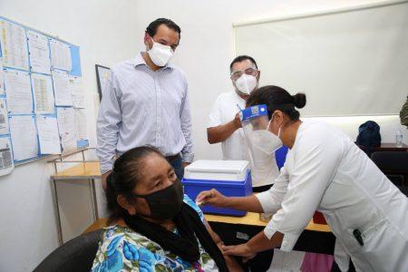 Continúa vacunación contra Covid-19 en adultos mayores de Yucatán
