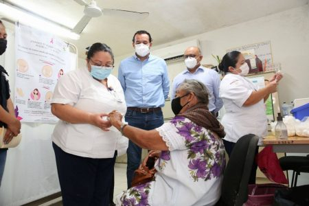 Adultos mayores de Tekax y Peto reciben vacuna contra Covid-19