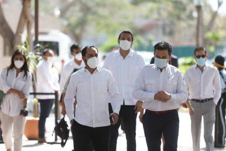 Director del IMSS destaca apoyo del gobernador Mauricio Vila para equipar hospitales en la pandemia