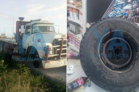 Se impacta contra un Oxxo enorme y descontrolada llanta de un camión