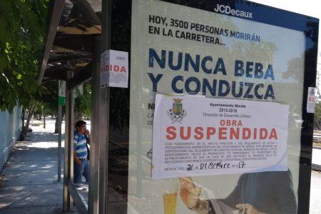 El Ayuntamiento clausura publicidad en parabuses de Mérida