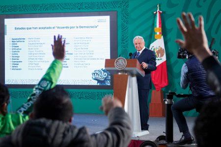 AMLO recordó hace 23 años le lanzaron huevos en una reunión política en Mérida