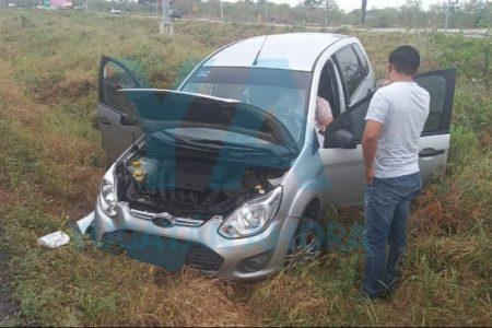 Conductora se accidenta tras fallar el volante de su Ikon