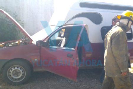 Vigilante salva un vehículo que se incendió en el estacionamiento de Leoni