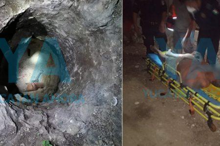 Rescatan a hombre ebrio que cayó a sumidero de siete metros de profundidad