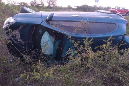 Otro accidente en la Mérida-Tetiz: vuelca por esquivar un auto que se le atravesó