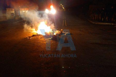 Noche de rebeliones contra CFE en Mérida: cierran calles en San Antonio Xluch, San José Tecoh y el centro