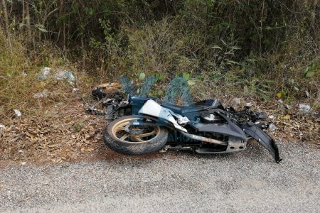 Dolorosísimo accidente de un joven motociclista