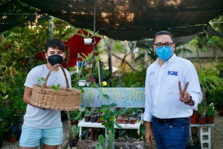 En recorrido por comisarías de Mérida, Víctor Hugo Lozano fomenta el consumo local