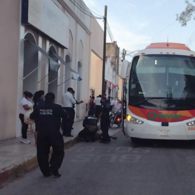 Camión atropella y mata a un abuelito en el centro de Mérida