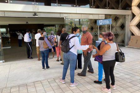 Adultos mayores en Yucatán podrán acudir a su cita de vacunación con descuento de Uber