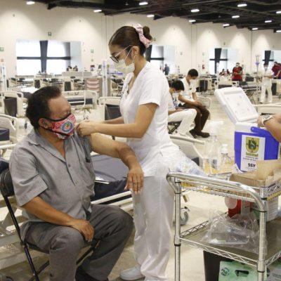 Se estabiliza afluencia de personas para vacunarse en el Centro Siglo XXI