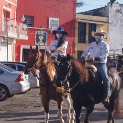 A caballo, inicia campaña Pedro Couoh Suaste por la alcaldía de Tizimín