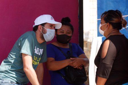 Pablo Gamboa ofrece gestionar beneficios directos para madres solteras jefas de familia