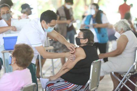Continúa en orden la vacunación de adultos mayores en Mérida