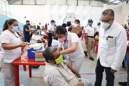 Vacunan a los adultos mayores en los penales de Yucatán