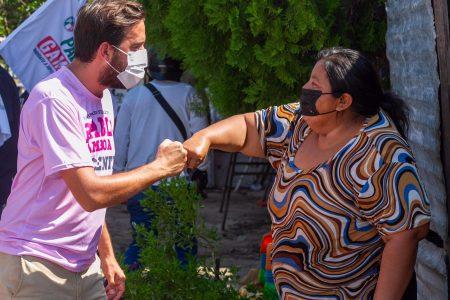 """""""Cuentas con nosotros"""", le dicen vecinas del distrito a Pablo Gamboa Miner"""