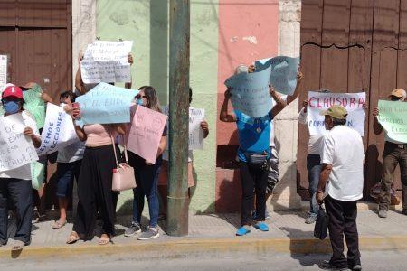 Ejidatarios de Celestún protestan ante la Procuraduría Agraria y piden elecciones