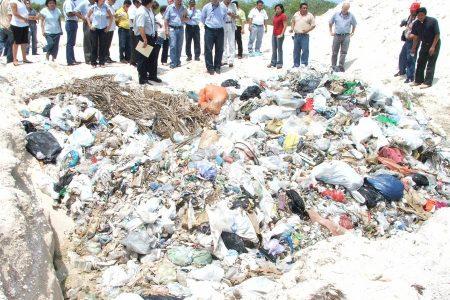 Ambientalistas apoyan al ecocida Vázquez Chabolla, quien enterró basura en Progreso