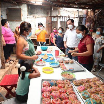 Mauricio Vila visita una panadería tradicional en Maxcanú
