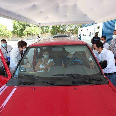 Auto-vacunación en Mérida, en la Universidad Modelo
