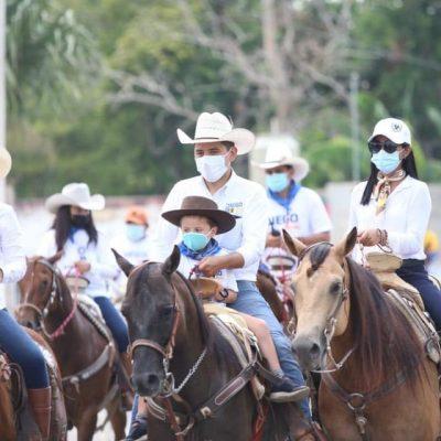 '¡Sigamos avanzando!', dice Diego Ávila en concurrida cabalgata en Tekax