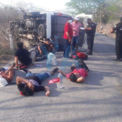 Seis heridos tras volcadura de una camioneta de Bachoco que traslada personal