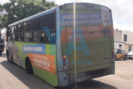Se le zafan las llantas a un autobús: desastre en Ciudad Caucel