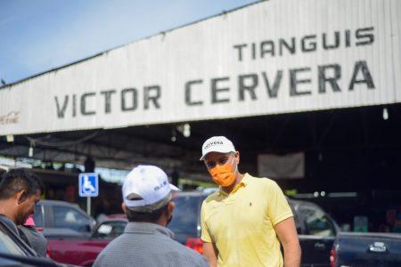 """""""Trabaja como tu padre"""": tianguistas a Víctor Cervera"""